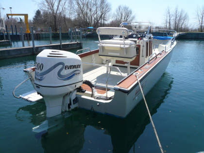 1980 Outrage 22 with 2000 Evinrude 200. Superconsole, hydraulic steering, mills bimini and 2000 vintage OEM helm seat/storage/back rest